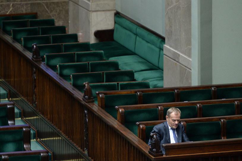 Premier Donald Tusk na sali obrad. /Jacek Turczyk /PAP