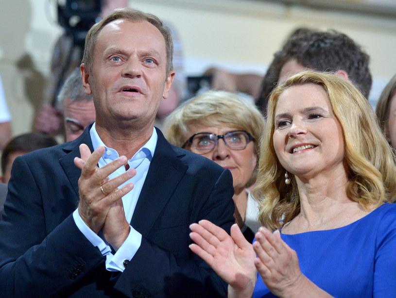 Premier Donald Tusk  z żoną Małgorzatą  w sztabie wyborczym PO /Radek Pietruszka /PAP