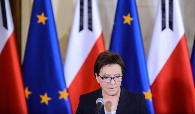 Premier Ewa Kopacz podczas konferencji prasowej poświęconej śmierci Władysława Bartoszewskiego /PAP