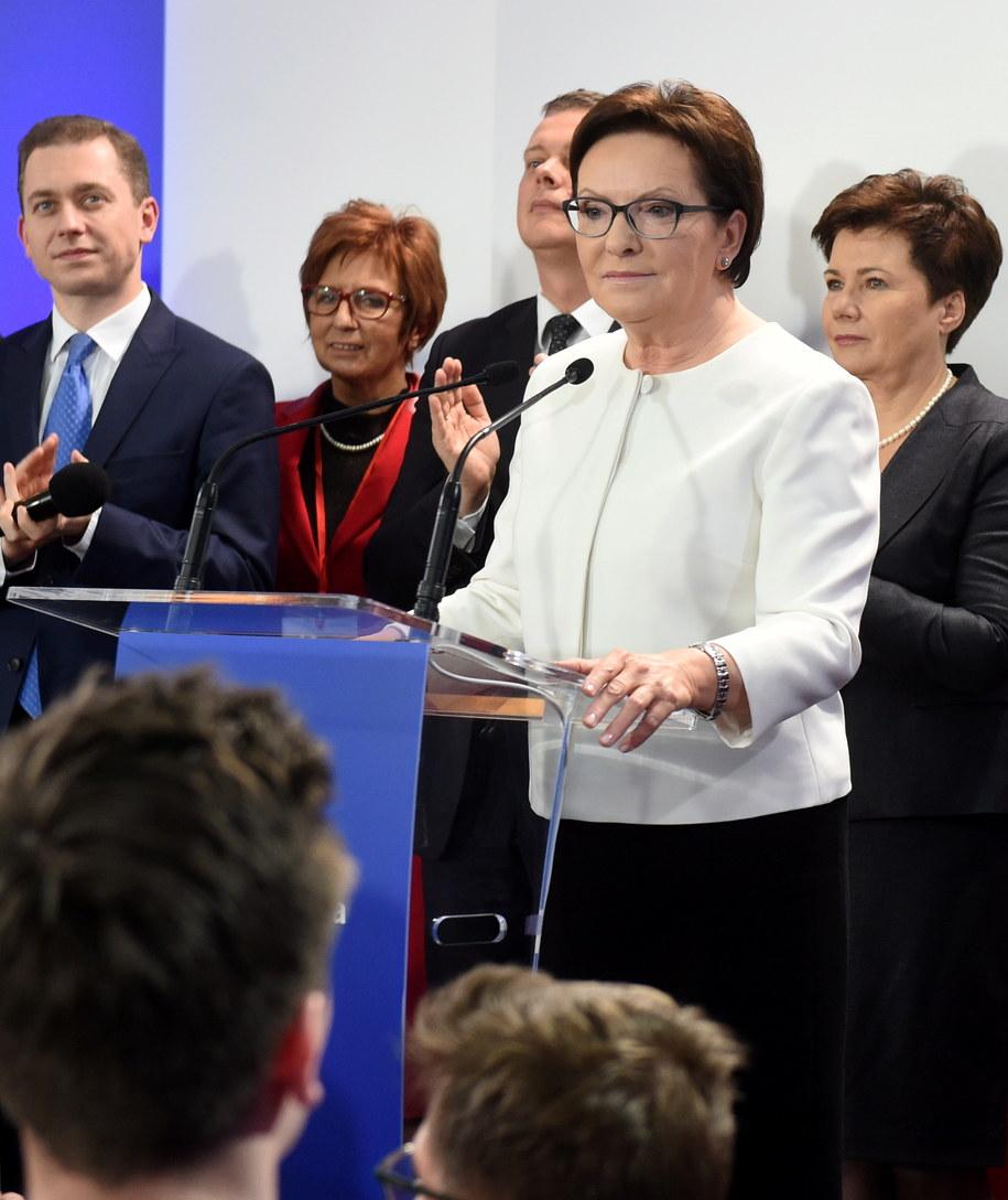 Premier Ewa Kopacz podczas wieczoru wyborczego Platformy Obywatelskiej /Radek Pietruszka /PAP