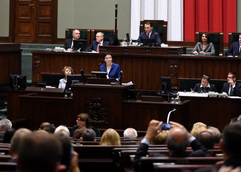 Premier Ewa Kopacz wygłasza swoje expose w Sejmie /Radek Pietruszka /PAP