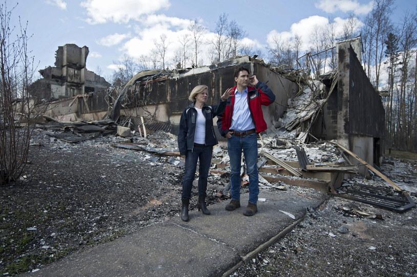 Premier Kanady odwiedził miejsca dotknięte pożarem /CHRIS SCHWARZ /PAP/EPA