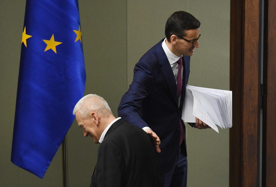 Premier Mateusz Morawiecki i jego ojciec Kornel Morawiecki /Radek Pietruszka /PAP