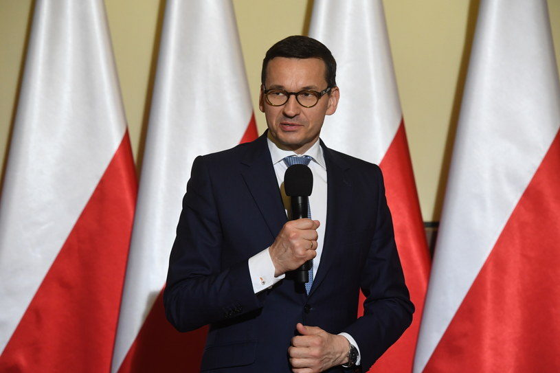 Premier Mateusz Morawiecki  podczas spotkania z mieszkańcami Skawiny /Jacek Bednarczyk   /PAP