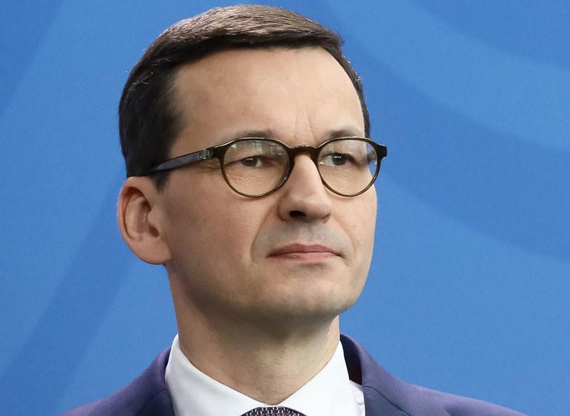 Premier Mateusz Morawiecki wciąż może liczyć na zaufanie wyborców - wynika z sondażu /Paweł Supernak /PAP