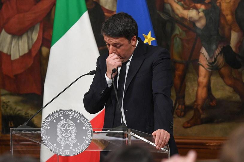 Premier Matteo Renzi poinformował o swojej decyzji po ogłoszeniu sondażowych wyników wyborów /ALESSANDRO DI MEO    /PAP/EPA