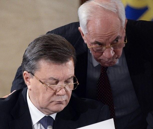 Premier Ukrainy Mykoła Azarow i prezydent Wiktor Janukowycz /AFP