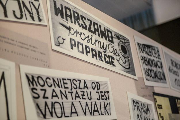 """Prezentacja ekspozycji """"Obcy w domu. Wokół Marca'68"""" w Muzeum Historii Żydów Polskich POLIN w Warszawie /Stach Leszczyński /PAP"""