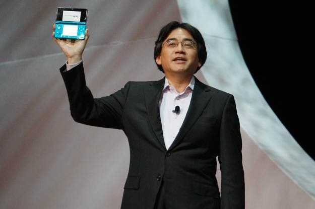 Prezes Nintendo, Satoru Iwata, prezentuje Nintendo 3DS światu /AFP