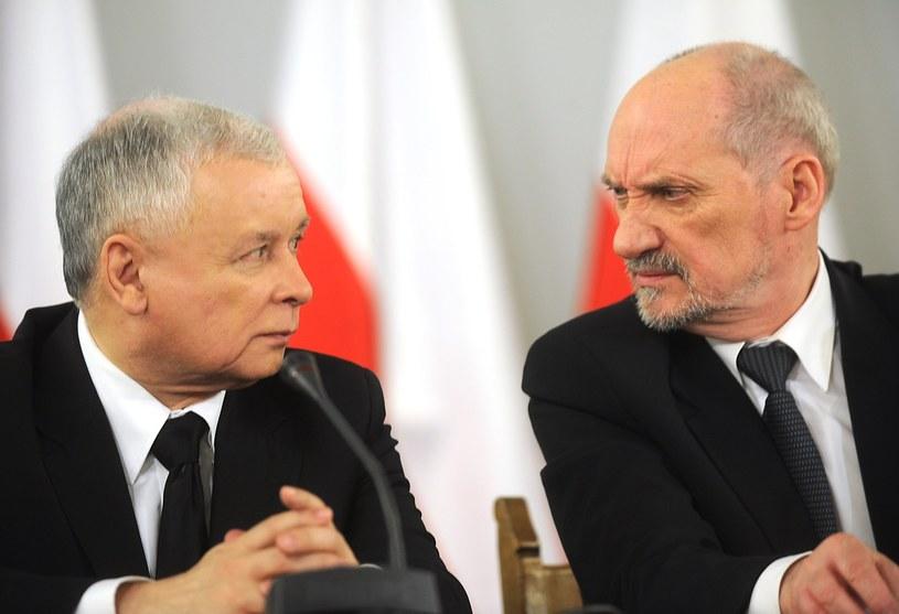 Prezes PiS Jarosław Kaczyński i szef MON Antoni Macierewicz /Witold Rozbicki /East News