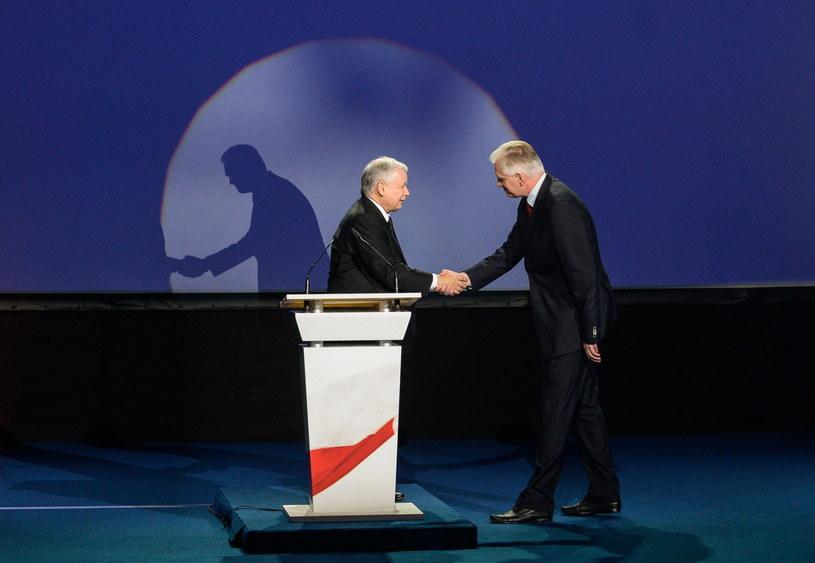 Prezes PiS Jarosław Kaczyński (L) i lider Polski Razem Jarosław Gowin (P). /Jakub Kamiński   /PAP