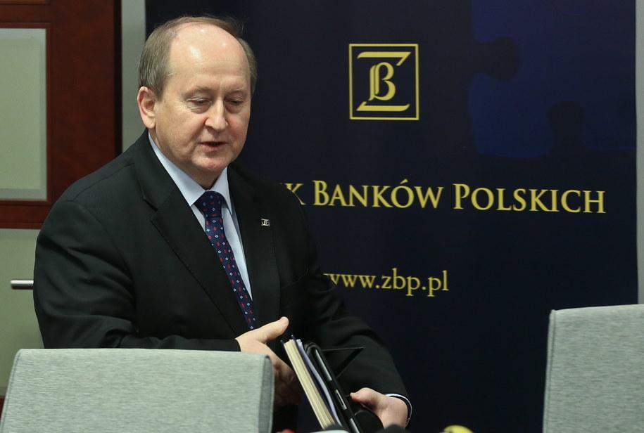 Prezes Związku Banków Polskich Krzysztof Pietraszkiewicz podczas konferencji prasowej w Warszawie /Rafał Guz /PAP