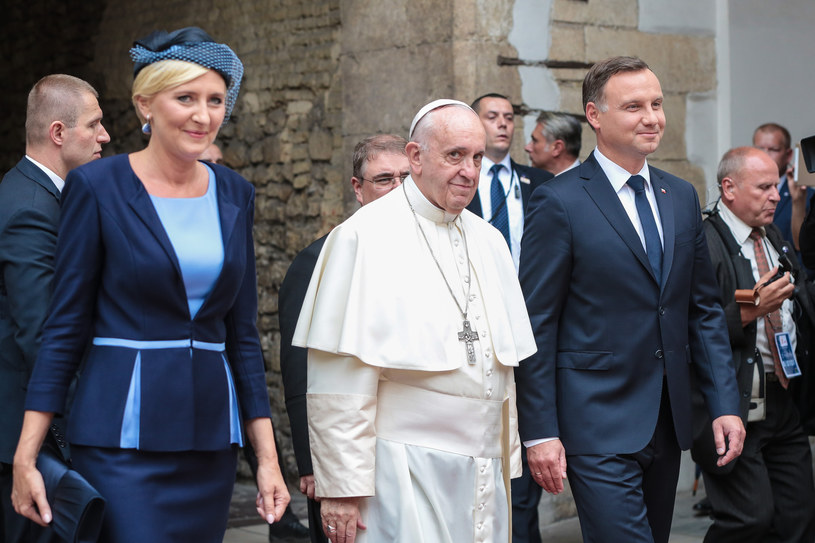 Prezydencka para i papież Franciszek /REPORTER /East News