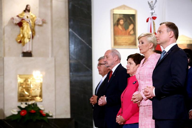 Prezydencka para, premier, szef MON i marszałek Senatu podczas mszy św. /Leszek Szymański /PAP