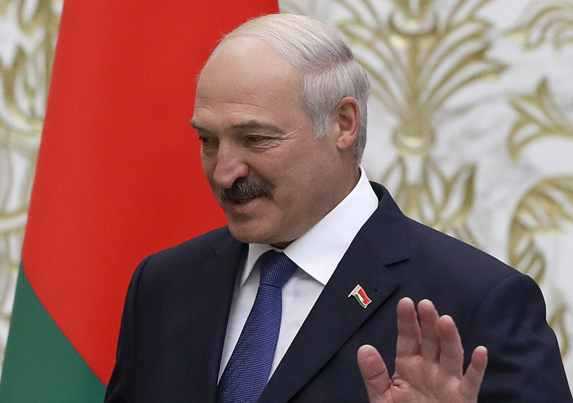 """Prezydent Alaksandr Łukaszenka w zeszłym roku podpisał dekret dotyczący płacenia specjalnego podatku """"od bezrobocia"""" /AFP"""