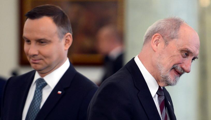Prezydent Andrzej Duda i minister Antoni Macierewicz /Jakub Kamiński   /PAP