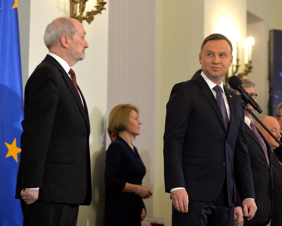 Prezydent Andrzej Duda i szef MON Antoni Macierewicz /PAP/Marcin Obara /PAP