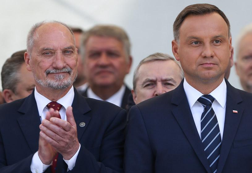 Prezydent Andrzej Duda i szef MON Antoni Macierewicz /Michał Dyjuk /Agencja FORUM