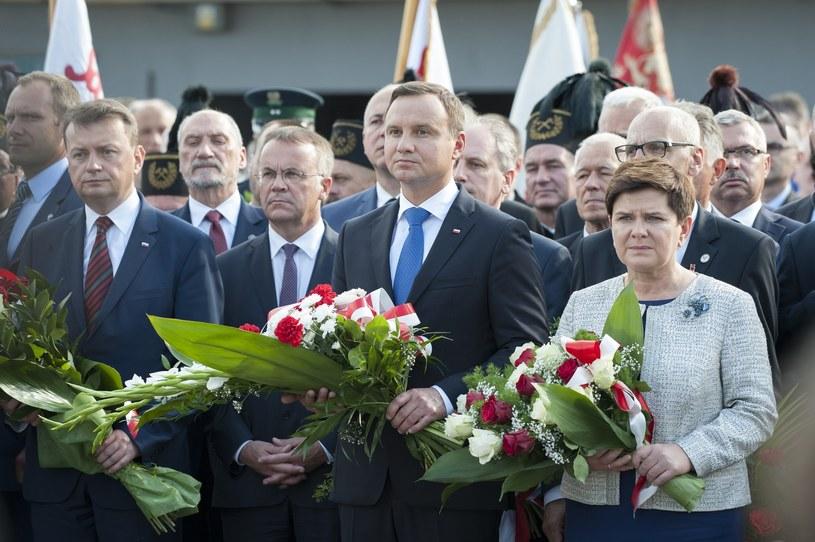 Prezydent Andrzej Duda nie powinien zaskakiwać PiS - twierdzi wiceminister Jarosław Sellin (trzeci z lewej) /Wojciech Stróżyk /Reporter