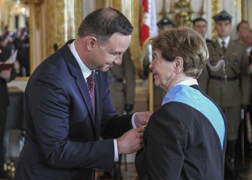 Prezydent Andrzej Duda wręcza Order Orła Białego Zofii Romaszewskiej /Leszek Fidusiewicz /Reporter