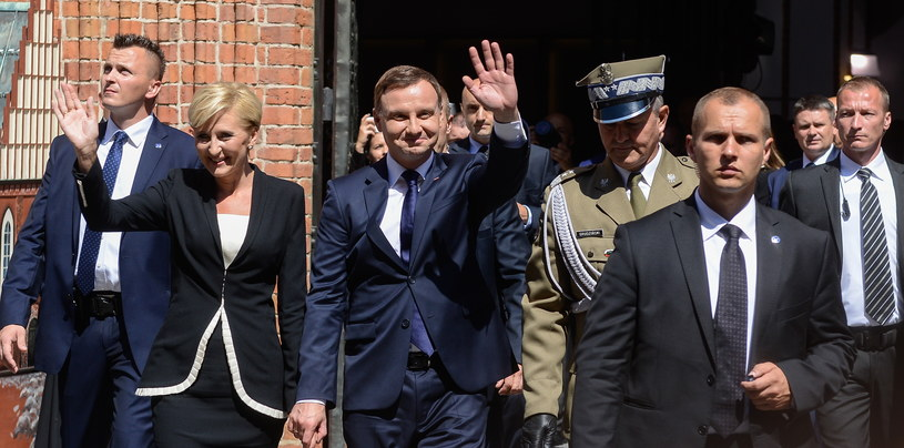 Prezydent Andrzej Duda z żoną Agatą Kornhauser-Dudą /Jakub Kamiński   /PAP