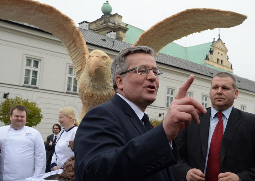 Prezydent Bronisław Komorowski podczas Dnia Flagi /Jacek Turczyk /PAP