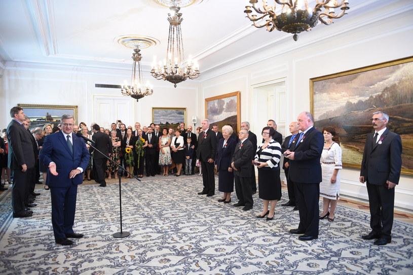 Prezydent Bronisław Komorowski przemawia podczas uroczystości wręczenia odznaczeń państwowych osobom zasłużonym dla współpracy polsko-ukraińskiej /Jacek Turczyk /PAP