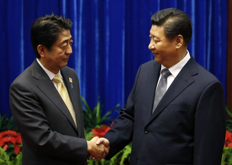 Prezydent Chin Xi Jinping i premier Japonii Shinzo Abe /AFP