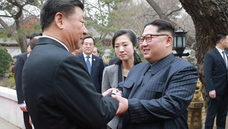 Prezydent Chin Xi Jinping i przywódca Korei Północnej Kim Dzong Un /KCNA /PAP/EPA