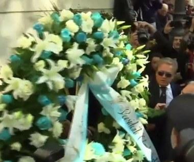Prezydent i piłkarze Lazio złożyli wieniec przed synagogą w Rzymie po skandalicznej oprawie kibiców (wideo)