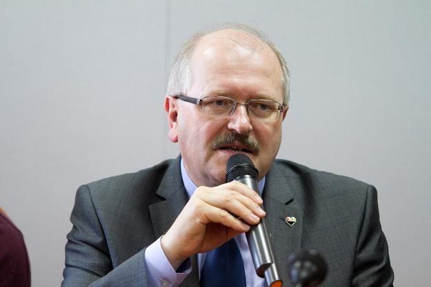 Prezydent Katowic Piotr Uszok odesłał cynkową trumnę /fot.  Marcin Tomalka /East News