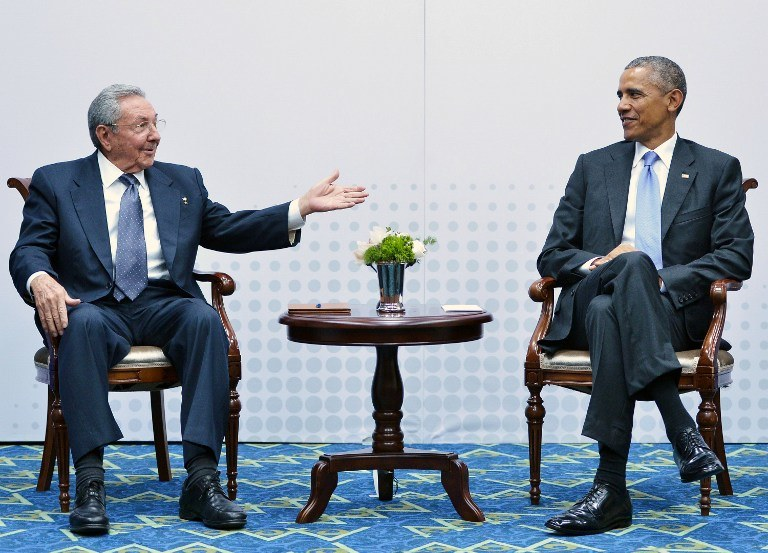 Prezydent Kuby Raul Castro i prezydent USA Barack Obama /MANDEL NGAN / AFP /AFP