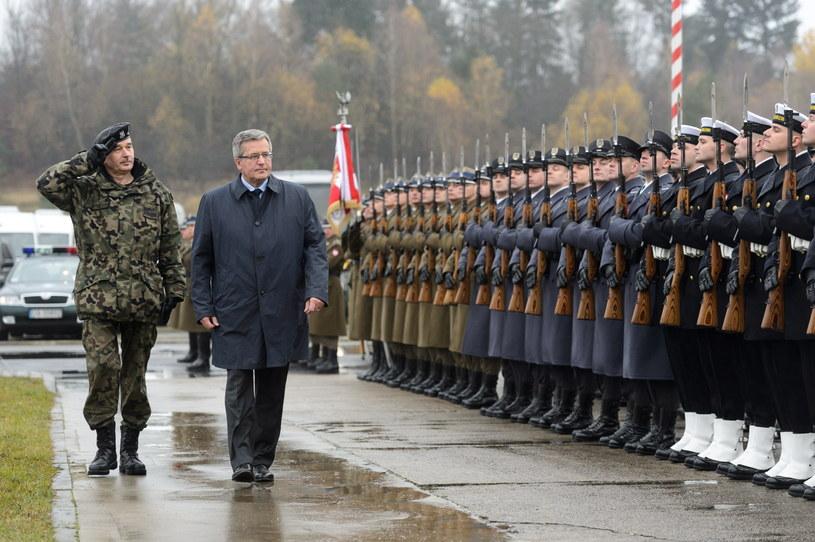 Prezydent podczas manewrów wojskowych NATO Steadfast Jazz 2013 /Jakub Kaczmarczyk /PAP
