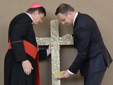 Prezydent przekazał krzyż pamięci pomordowanych Polaków