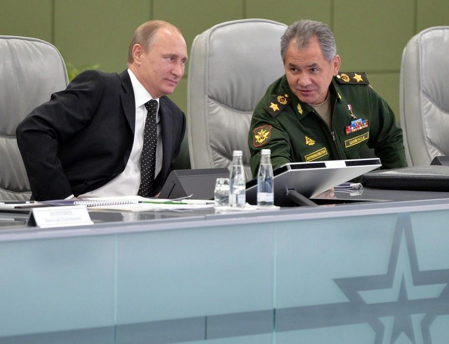 Prezydent Rosji Władimir Putin i minister obrony Siergiej Szojgu podczas spotkania /ALEXEY DRUZHINYN/RIA NOVOSTI/KREMLIN POOL /PAP/EPA