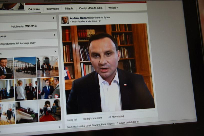 Prezydent RP Andrzej Duda jako jeden z pierwszych polityków w Polsce i na świecie połączył się na żywo za pomocą Facebook Live z użytkownikami serwisu /Jakub Kaczmarczyk /PAP