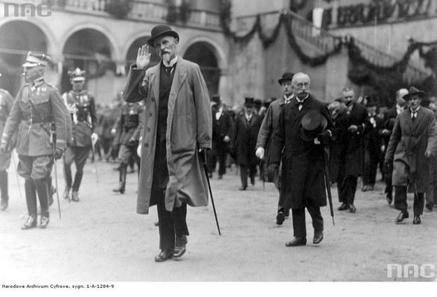 Prezydent Stanisław Wojciechowski podczas wizyty na Wawelu w 1925 r. /Z archiwum Narodowego Archiwum Cyfrowego
