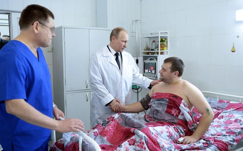Prezydent Władimir Putin odwiedził w szpitalu ofiary zamachów w Wołgogradzie /AFP