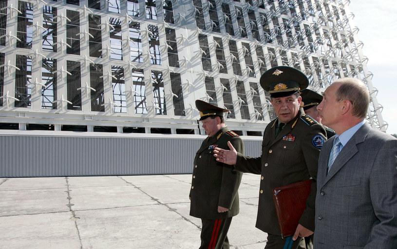 Prezydent Władimir Putin wizytuje jeden z radarów Woroneż /AFP