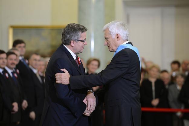 Prezydent wręczył Order Orła Białego Jerzemu Buzkowi/fot. Jacek Turczyk /PAP