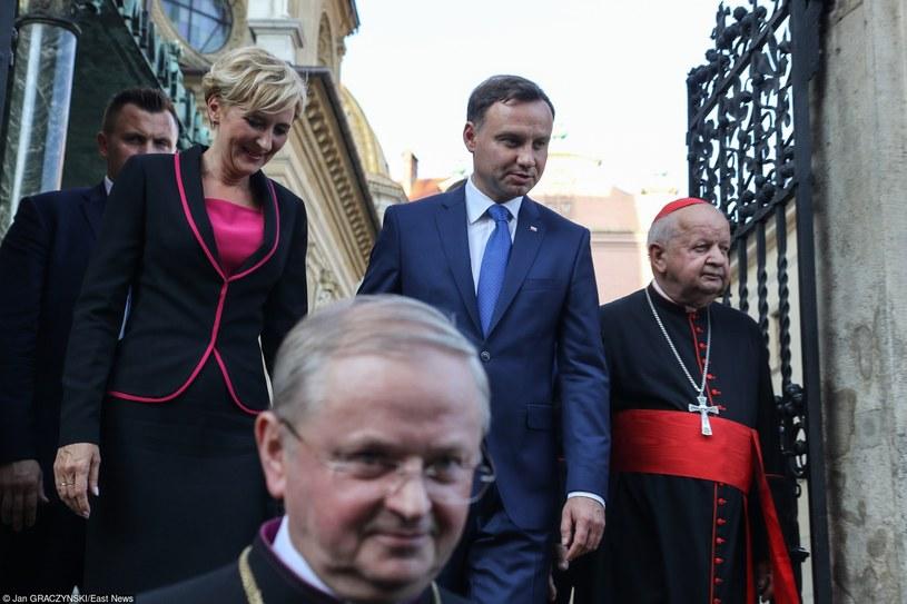 Prezydent z małżonką i z kardynałem Stanisławem Dziwiszem /Jan Graczyński /East News