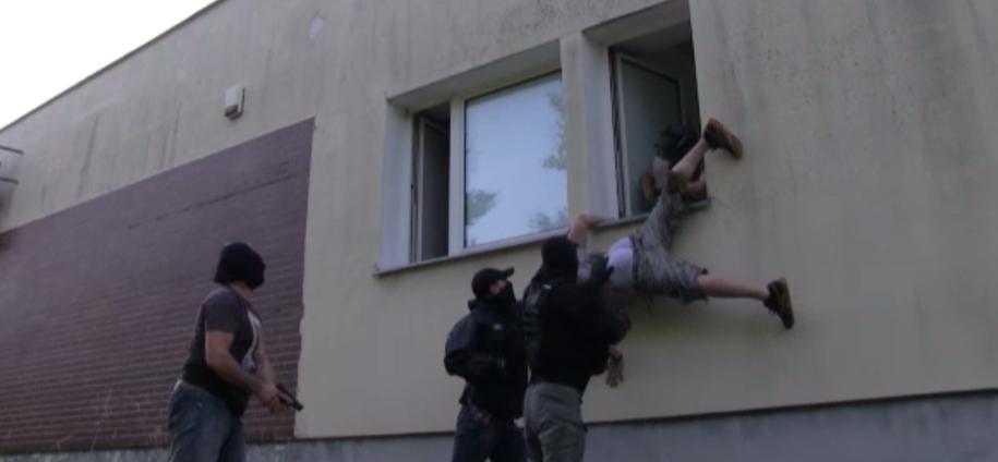 Próba ucieczki jednej z podejrzanych osób /Policja /RMF/Policja
