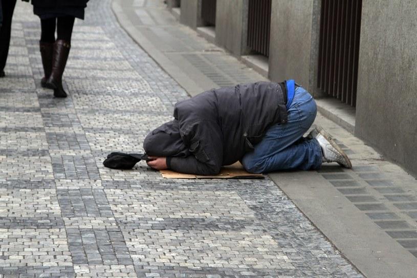 Problem biedy dotyka średnio co piątego Polaka /Piotr Jędzura /Reporter