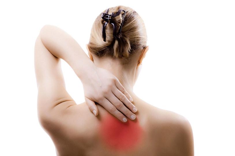 Problem bólów kręgosłupa dotyczy niemal każdego z nas /123RF/PICSEL