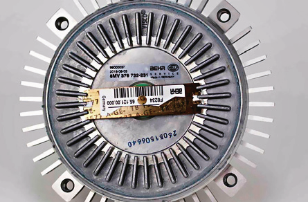 Problem większości starszych BMW - niesprawne sprzęgło wentylatora. /Motor