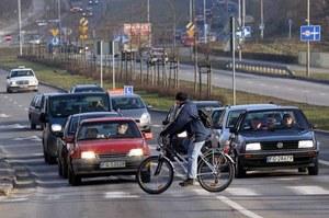 Problemem nie są rowery, rowerzyści, piesi... Problemem jest to, że Polacy nie mają kultury