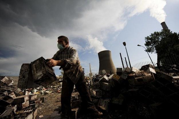 """""""Problemy energetyczne dołączają do wielkich wyzwań XXI wieku"""" /AFP"""