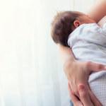 Problemy przy karmieniu piersią – ulewanie niemowląt