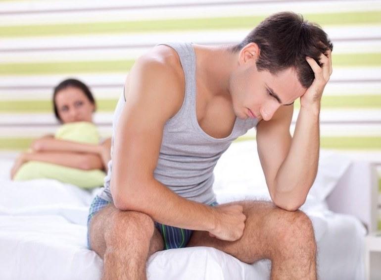 Problemy z erekcją - to może przydarzyć się każdemu /©123RF/PICSEL