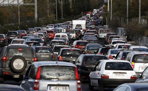 Producenci samochodów muszą zwracać uwagę na ich zabezpieczenia /AFP